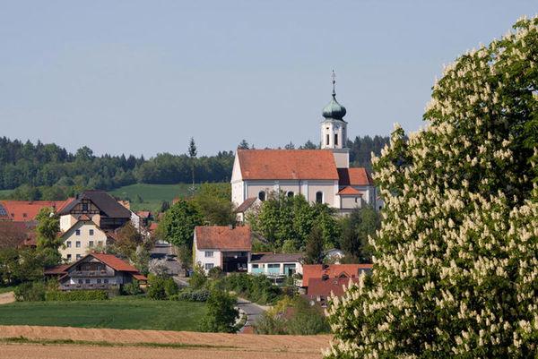 Stamsried: Markt und Erholungsort im Land der Regenbogen. Der malerische Ort liegt hoch über dem Regental im Landkreis Cham.