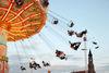 Eine Fahrt im Kettenkarussel auf dem Gäubodenvolksfest in Straubing