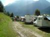 Wohnwagen und im Hintergrund das Bergpanorama