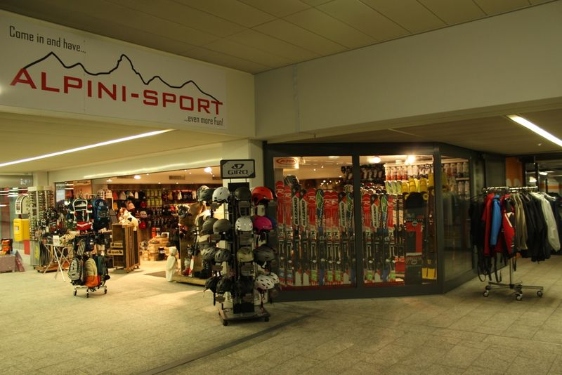Alpini Sport at the Täsch Matterhorn Terminal offers winter and summer sports equipment.