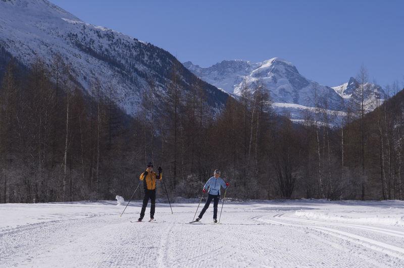Ski de fond sur les pistes de Täsch et de Randa: parcours de 15 km tracé, technique classique ou skating.
