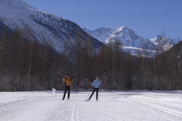 Langlauf auf den Loipen von Täsch und Randa: 15 km gespurte Strecken in den Stilen Klassisch und Skating.