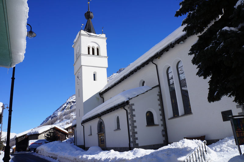 Täsch's church dominates the centre of the village.