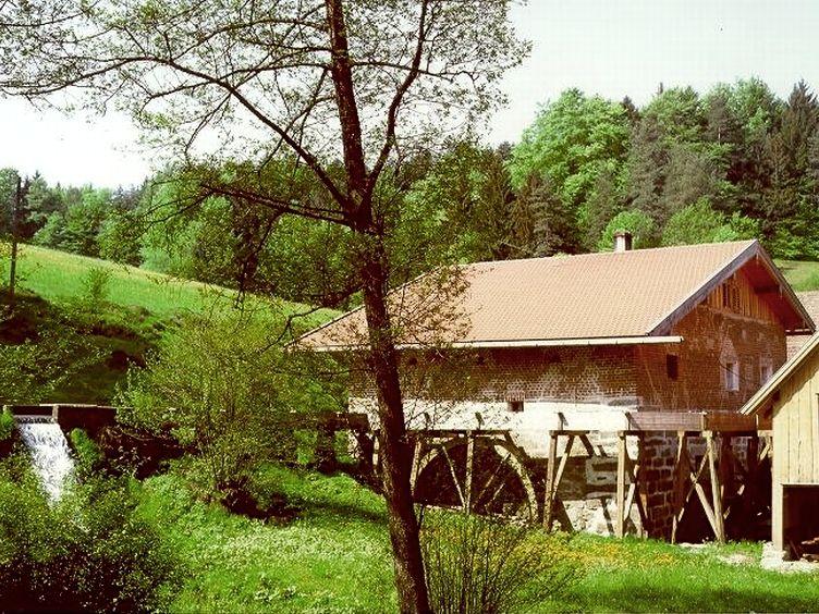 Blick auf die Ginghartinger Mühle bei Thurmansbang im Bayerischen Wald