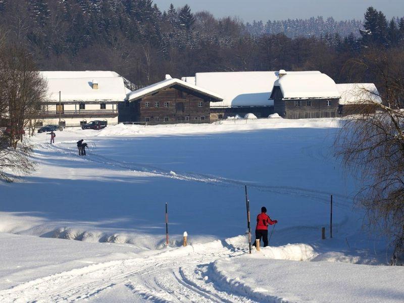 Direkt an der Loipe befindet sich das Museumsdorf Bayerischer Wald