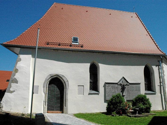 Blick auf die Leonhardi-Kapelle in Kellberg im südlichen Bayerischen Wald