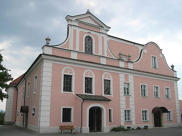 Blick auf die Pfarrkirche ST. FRANZ XAVER in Thyrnau im südlichen Bayerischen Wald