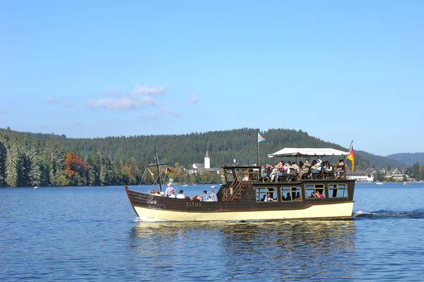 Seerundfahrten und Bootsvermietung am Titisee