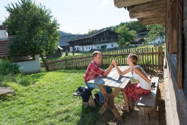Eine kurze Pause im Museumsdorf Bayerischer Wald, Tittling
