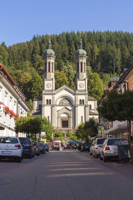 Blick auf die katholischen Pfarrkirche St. Johannes Baptist