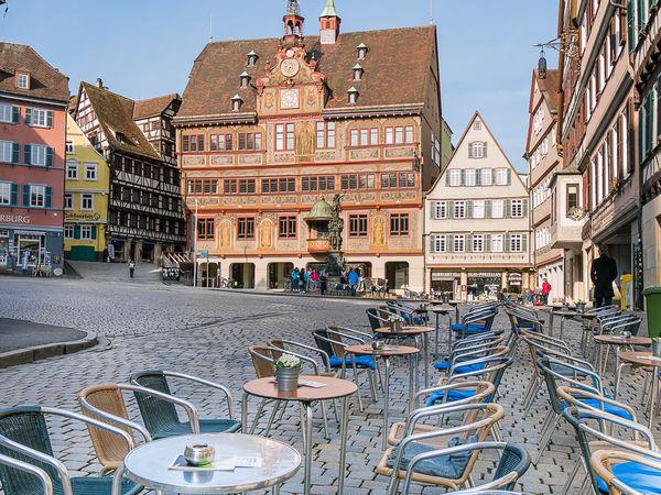 """""""Die gute Stube"""" nennen die Tübinger ihren Marktplatz mit Rathaus"""