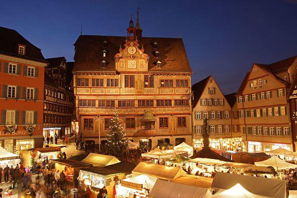 Tübinger Weihnachtsmarkt mit Rathaus Tübingen