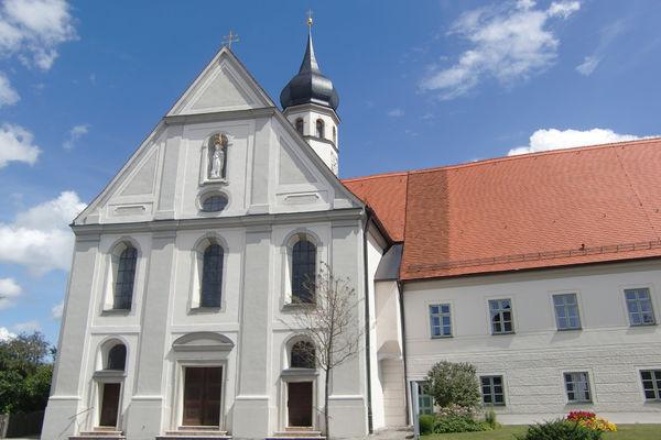Ehemaliges Kloster und Stiftskirche Beyharting.