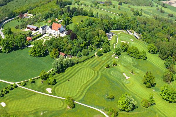 Golfclub Schloss Maxlrain aus der Vogelperspektive.