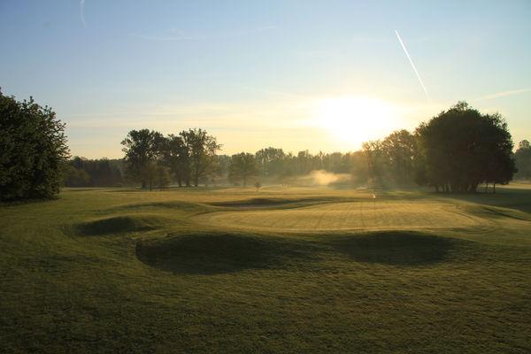 Golfclub Schloss Maxlrain bei Sonnenuntergang.