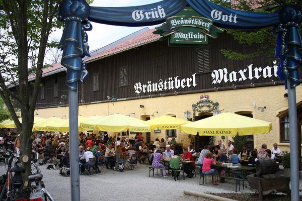 Biergartenbetrieb am Bräustüberl Maxlrain.