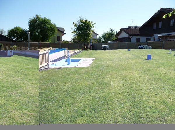 Liegewiese im Schwimmbad Tuntenhausen.