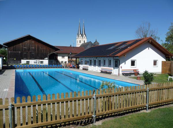 Schwimmbad Tuntenhausen.