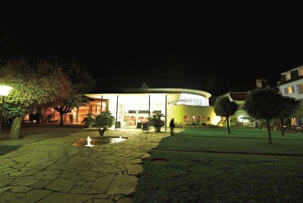 Überlinger Kursaal am See bei Nacht