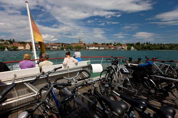 Fahrräder auf dem Schiff vor Überlingen