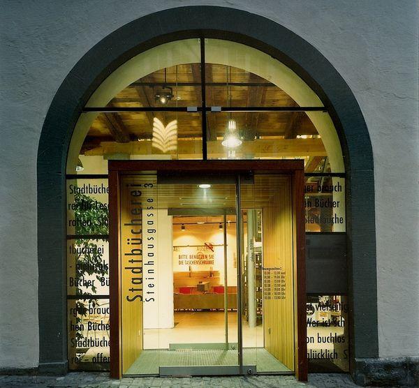 Eingang in die Stadtbücherei Überlingen