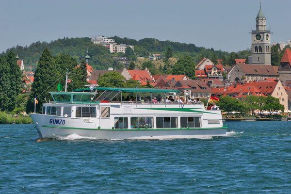 Das Schiff Gunzo vor Überlingen am Bodensee