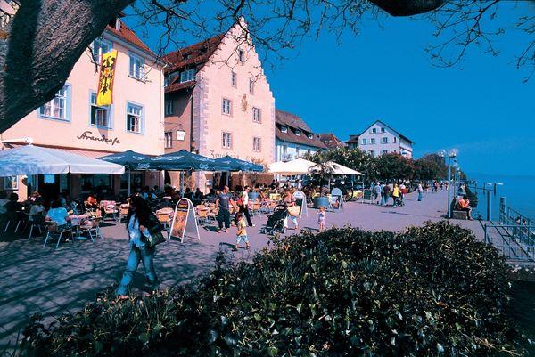 Zeughaus an der Seepromenade in Überlingen am Bodensee