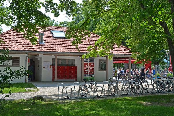 Rad-Tankstelle am Strandkiosk 'Inselblick' in Übersee-Feldwies