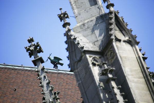 Der Ulmer Spatz auf dem Dach des Ulmer Münsters
