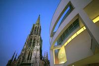 Ulmer Münster und das moderne Stadthaus
