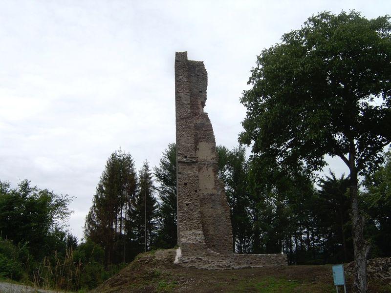 Die Burgruine Neujochenstein bei Untergriesbach nach der Sanierung