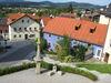 Blick auf den Pranger am Marktplatz in Untergriesbach - Copyright: Tourist-Information Untergriesbach
