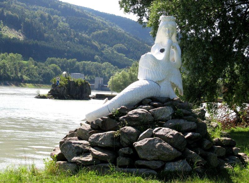 Die Nixe Isa an der Donau am sagenumwobenen Jochensteinfelsen