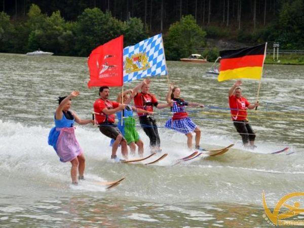 Wasserskilaufen auf der Donau bei Obernzell in den Donau-Perlen im Passauer Land