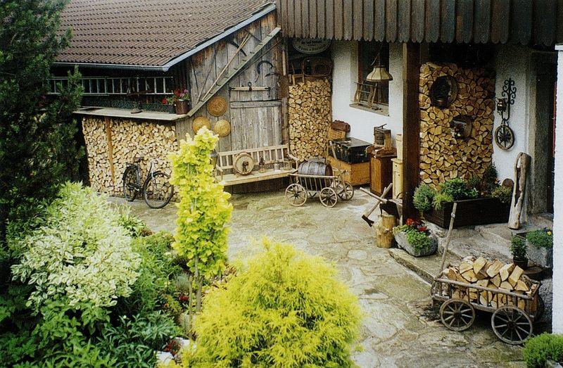 Hof und Garten im Nostalgie-Haus in Viechtach