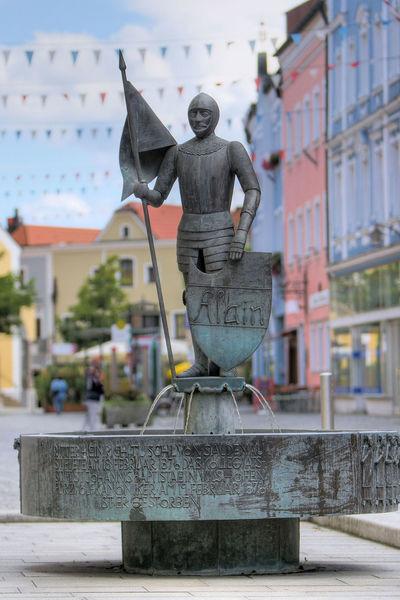 Der Ritter Tuschl Brunnen in Vilshofen an der Donau