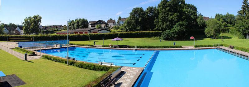 Piscine ext rieure wadern jardins sans limites for Prix piscine exterieure
