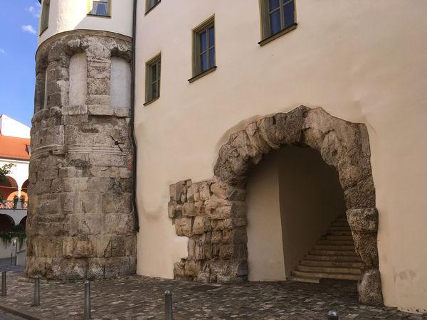 Zeugnis römischer Vergangenheit: Die Porta Praetoria in Regensburg