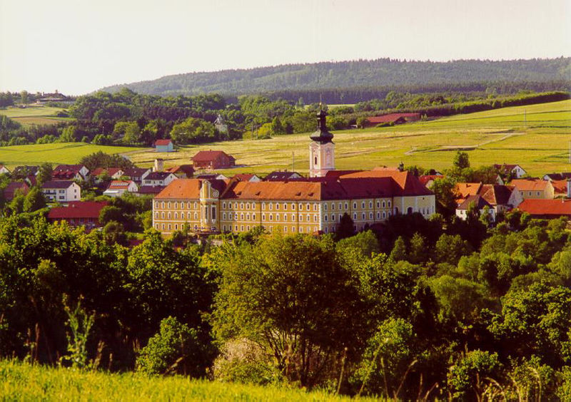 Blick auf das ehemalige Zisterzienserkloster Walderbach