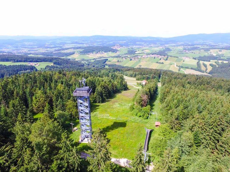 Aussichtsturm auf dem Oberfrauenwald bei Waldkirchen.