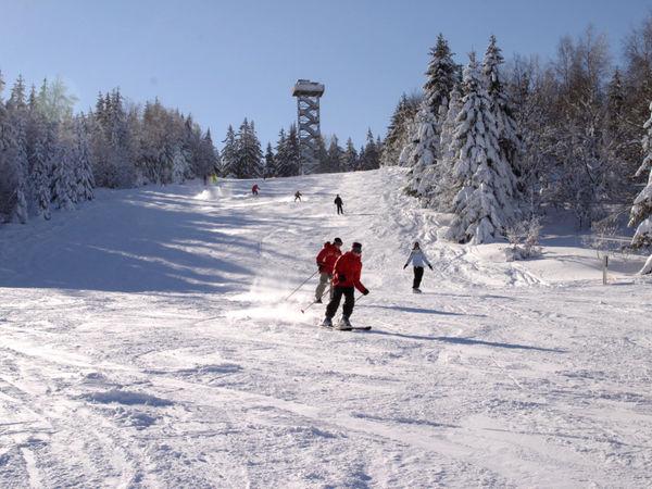 Wintersportvergnügen für die ganze Familie im Skigebiet Waldkirchen-Oberfrauenwald