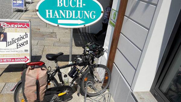 Vor der Touristinfo Waldkirchen können Sie Ihr E-Bike kostenlos aufladen