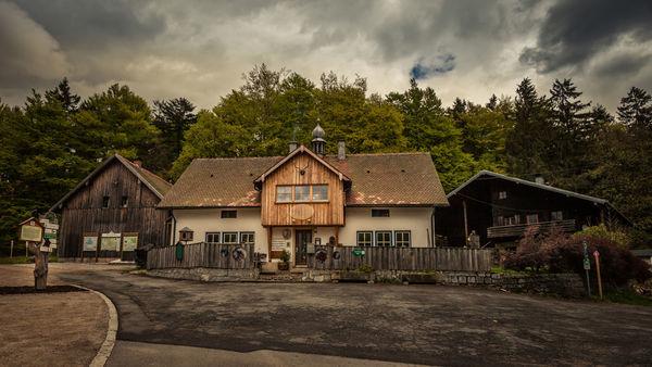 Berggasthof Gibacht mit Glasgalerie und Glaswerkstatt
