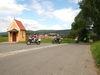 Motorradfahrer bei der Kapelle Treffenweg in Waldmünchen im Naturpark Oberer Bayerischer Wald