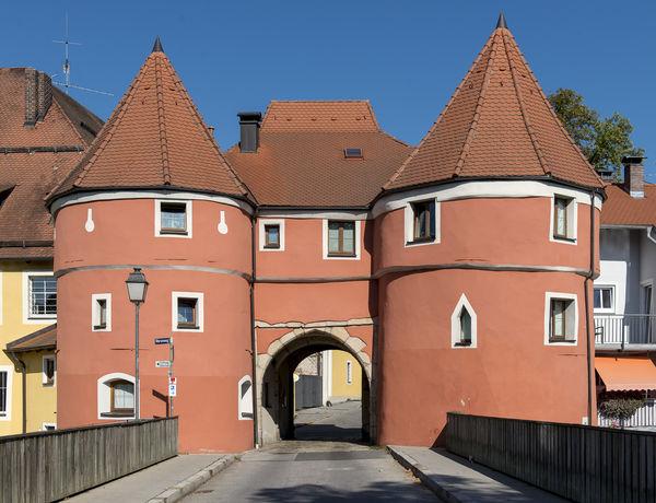 Das Markenzeichen der historischen Handelsstadt Cham im Bayerischen Wald: das Biertor. Es ist Teil der ehemaligen Stadtmauer.