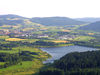Blick über den Perlsee auf den Luftkurort Waldmünchen im Naturpark Oberer Bayerischer Wald