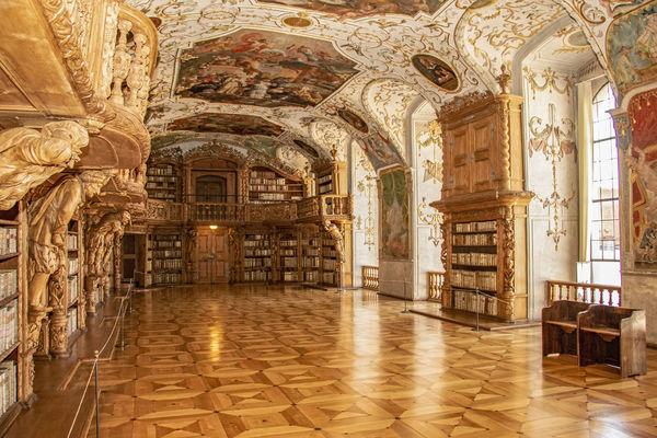 Der weltberühmte Bibliotheksaal der Abtei Waldsassen