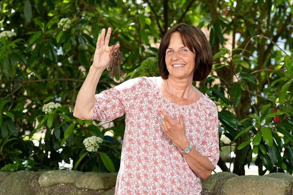Wilma Schäfer ist unsere Spezialistin, wenn es um historische Stadtführungen in Waldshut mit allem drum und dran geht.