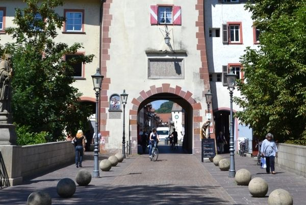 Die Seltenbackbrücke und das Obere Tor