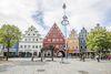 Farbenfrohe Renaissance-Giebelhäuser in Weiden in der Oberpfalz.